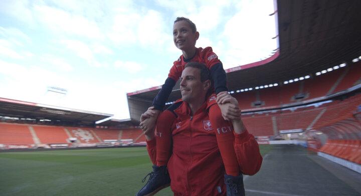 FC Twente geeft kwetsbare gezinnen een steuntje in de rug
