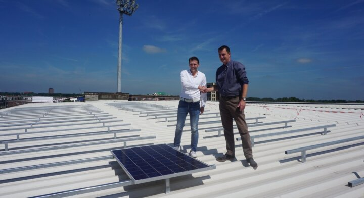1.944 zonnepanelen op dak Rat Verlegh Stadion
