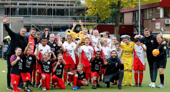 Academiespelers FC Utrecht brengen Utrechtse jeugd in beweging