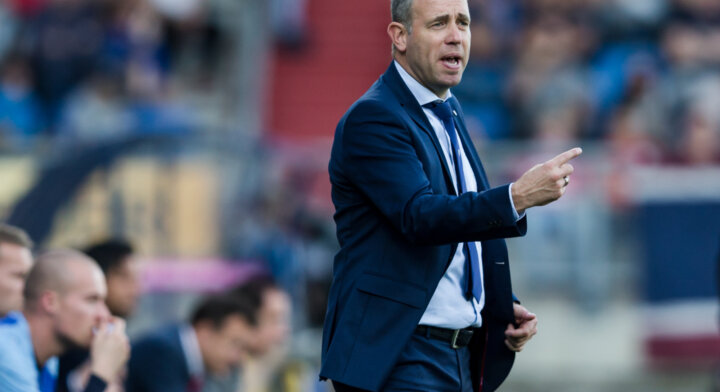 Hake quits as Twente boss