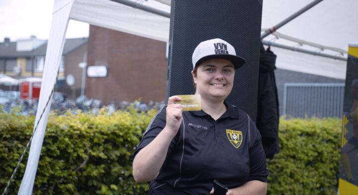 VVV-Venlo speler Linthorst verrast vrijwilliger met gedoneerde seizoenkaart