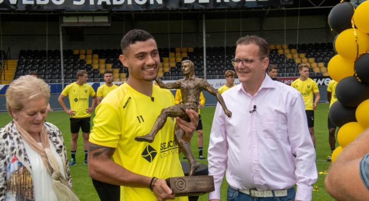 Giakoumakis receives first Willy van der Kuijlen Trophy
