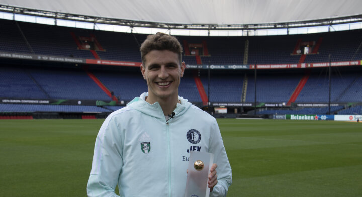 Guus Til named as Eredivisie Player of the Month